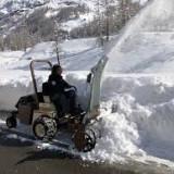 Snow-Blower-on-grasshopper-mower