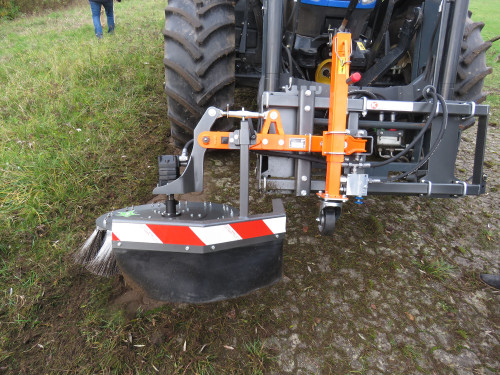 UB-Easy-on-front-loader-New-Holland-Tractor-78.jpg