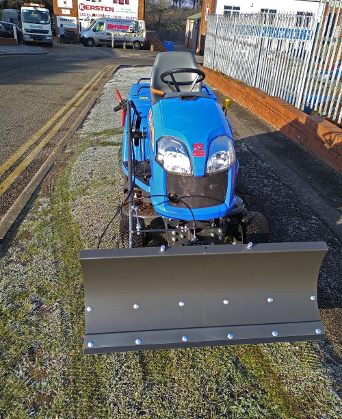 Snow-plough-tractor-iseki-2.0.jpg