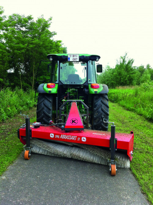 KM-25060-Sweeper-for-John-Deere-Tractor.jpg